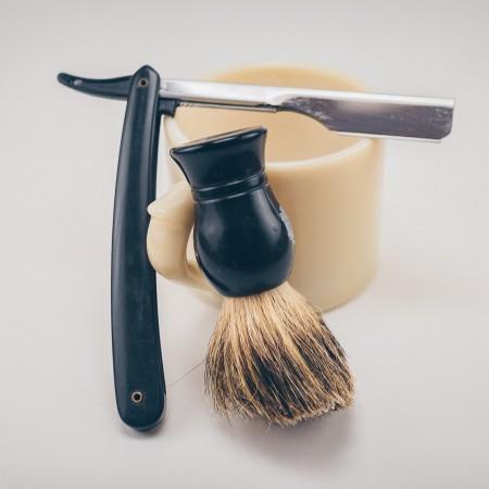 old style shaving kit by josh-sorenson-FvKpUZCbZ-s-unsplash