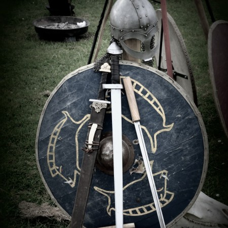 swords and shield by Bernhard Staerck on Pixabay