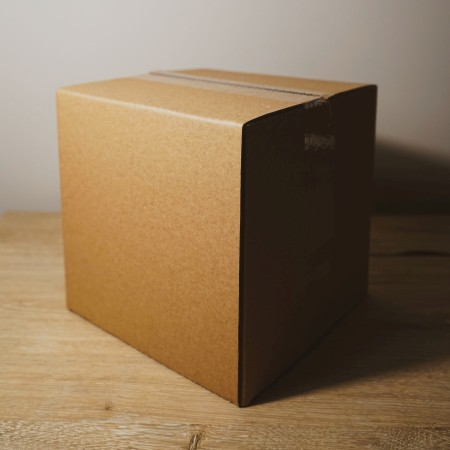 cardboard box by brandable-box-8mCsyImZRGY-unsplash