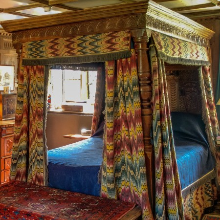 Four Poster Bed by anguskirk on flickr