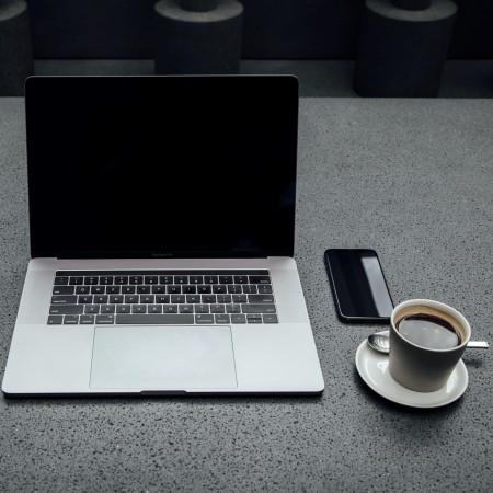 laptop and coffee unsplash-NuFUbftUu_s-unsplash