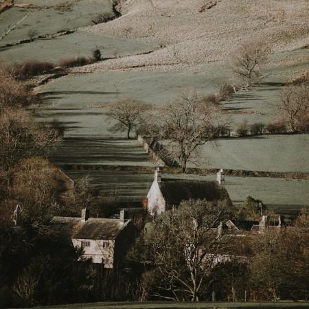 wintry country village by annie-spratt-EmWKJCzJ3TA-unsplash